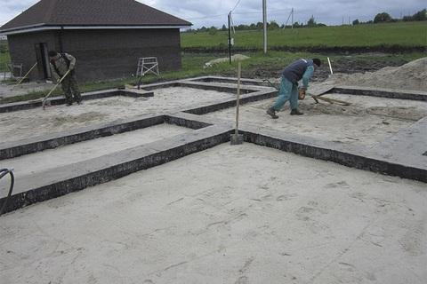 Особенности и этапы строительства ленточного фундамента