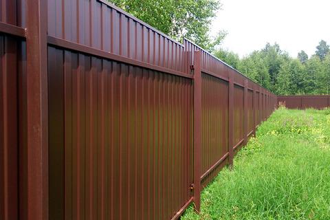 Как построить забор из профлиста